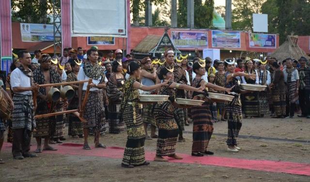 NTT Kaya Akan Sumberdaya Alam & Budaya; Julie Laiskodat Kagum