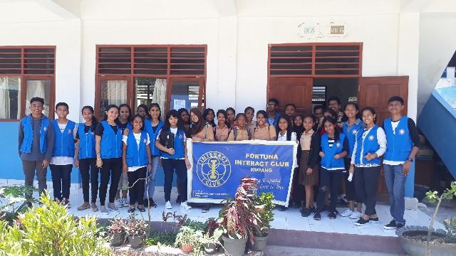 'Interact Fortuna Kupang Goes To SMP Negeri 1'–Edukasi Pengabdian Sosial