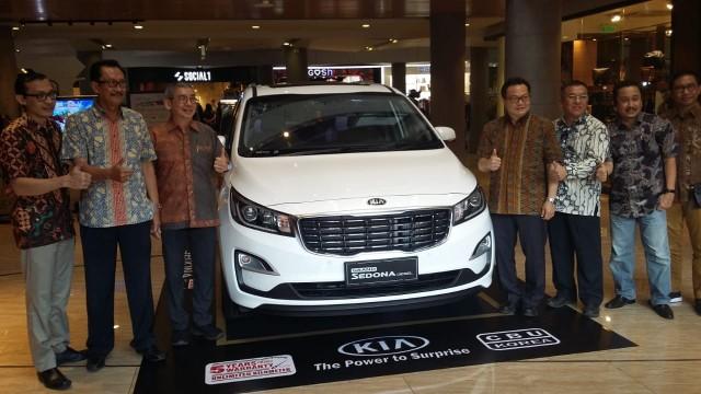 MNI Bali Resmi Pasarkan KIA Grand Sedona Diesel