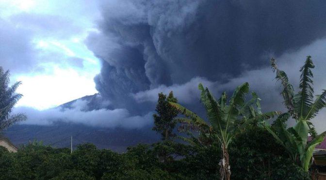 Gunung Sinabung Kembali Erupsi, Tinggi Kolom Erupsi Capai 2 Ribu Meter