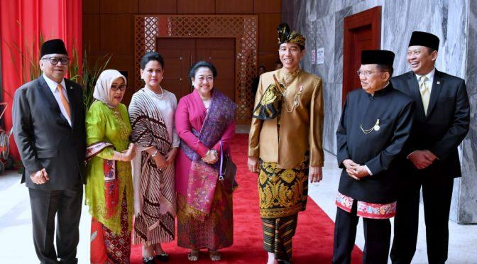 Pidato Kenegaraan di MPR RI, Presiden Jokowi Kenakan Pakaian Adat Sasak