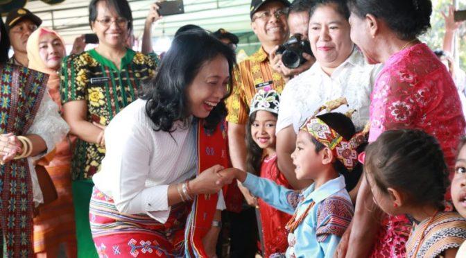 Anak TTS Sehari Belajar di Luar Kelas Bersama Menteri Bintang