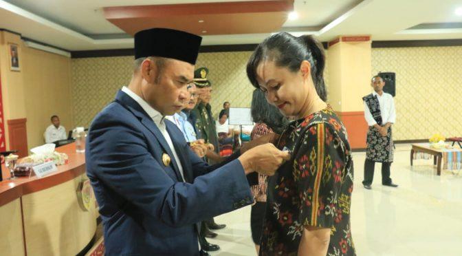 Anugerah Satya Lencana Karya Satya bagi ASN, Gubernur Viktor: ASN Harus Fokus Kerja
