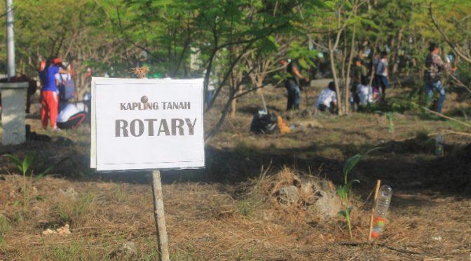 Peduli Lingkungan, Rotary Club Kupang Central Tanam Pohon di Taman Nostalgia