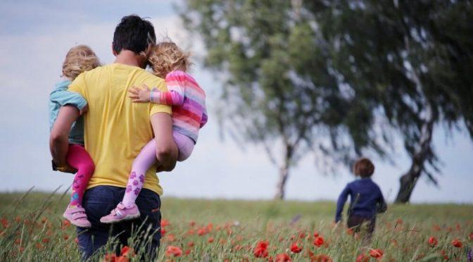 Pentingnya Jadi Ayah Hebat untuk Dukung Tumbuh Kembang Anak