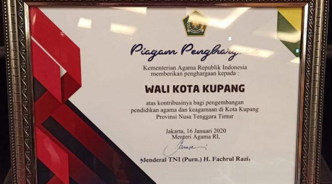Wali Kota Kupang, Jefri Riwu Kore Terima Penghargaan dari Kemenag RI