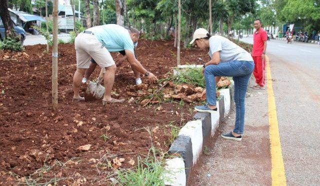 Kerja Bakti ASN & PTT Pemkot Kupang Tata Bulevar Jalan El Tari & Adi Sucipto