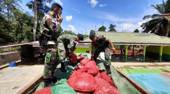 Patroli Satgas Pamtas 641/Bru Berhasil Amankan 5,4 Ton Bawang Selundupan