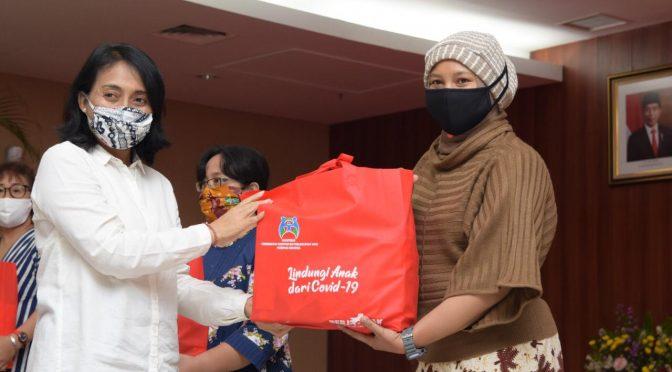 Kementerian PPPA Bagi 1.134 Paket Kebutuhan Spesifik Perempuan & Anak