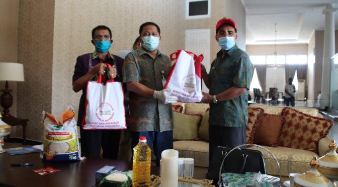 5.000 Paket Sembako dari Presiden Jokowi bagi Warga Kota Kupang