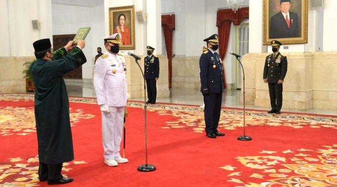 Presiden Jokowi Lantik KSAL dan KSAU di Istana Negara