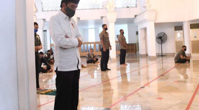Salat Jumat di Masjid Baiturrahim, Presiden Jokowi Menaati Protokol Kesehatan