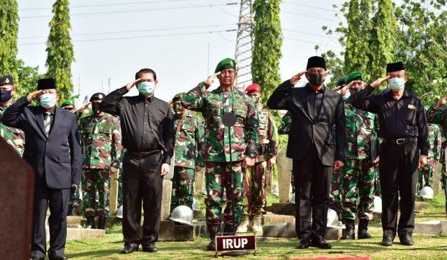 Kasad & 4 Mantan Kasad Antar Jenazah Jend.(Purn) TNI Pramono Edhi Wibowo