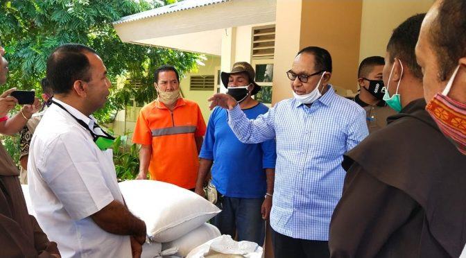 Serahkan Bantuan Beras, Wagub Josef Nae Soi Sambangi Biara dan Panti Asuhan