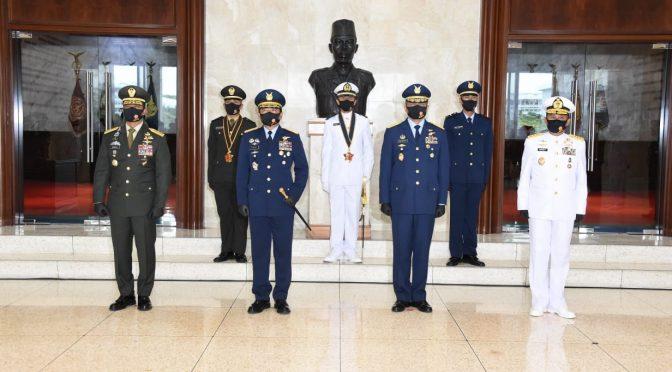 Lantik 208 Perwira Prajurit Karier, Panglima TNI: Pahami Teknologi Komunikasi