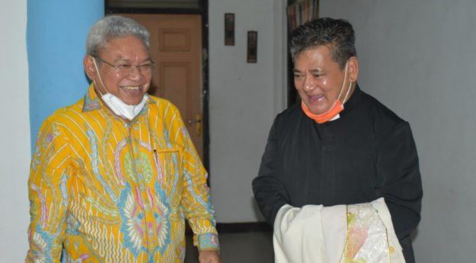3 Paroki di Kota Kupang Gapai Bantuan Perangkat Misa dari Dokter Herman Man