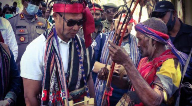 Tanam Padi di Desa Tuleng Alor, Gubernur VBL Dorong Petani Tanam Tiga Kali