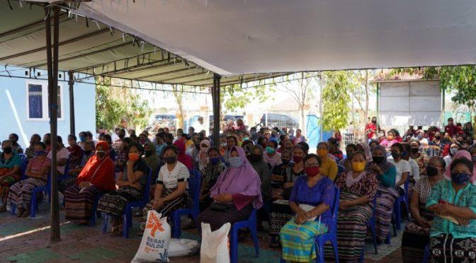 Belasan Ribu Warga Tidak Mampu di Kota Kupang Terima Bantuan Sosial Beras
