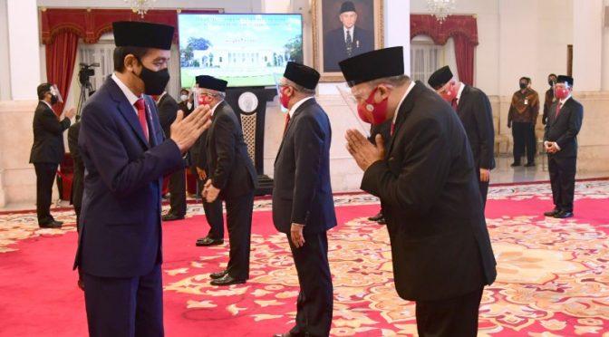Presiden Jokowi Lantik 20 Duta Besar Luar Biasa dan Berkuasa Penuh