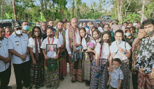 Hadiri Pemakaman Edu Nabunome, VBL Kasih Beasiswa bagi Anak-anaknya